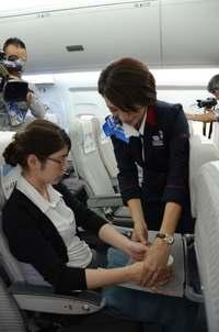 体の不自由な乗客支援「サービス介助士」 JTA全乗務員で資格取得目指す