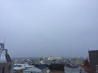 沖縄地方は、前線の影響で曇りや雨の天気となっている