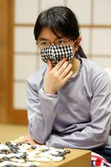 第40期女流本因坊戦の本戦2回戦で勝利した仲邑菫二段=9日午後、東京都千代田区の日本棋院