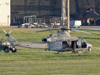 久米島空港から嘉手納基地に着陸した米軍普天間飛行場所属とみられるUH1Yヘリ。午後5時45分ごろに着陸が確認された=5日午後6時、同基地(読者提供)