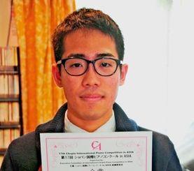 ショパン国際ピアノコンクールinアジアで金賞に輝いた県立芸術大1年の照屋恵悟さん=10日、南風原町宮平
