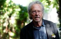 ノーベル賞作家「勇気ある決断」 オーストリアのハントケさん感激