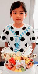 サザンde夢ケーキ大賞に輝いた新垣つぐみさんと作品=5日、糸満市のサザンビーチホテル&リゾート