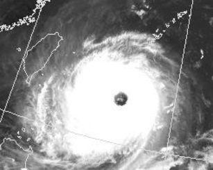 台風21号の衛星画像(27日午後3時半現在、気象庁HPから)