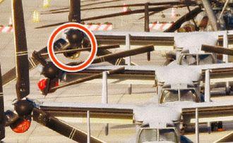 右側エンジンの空気取り入れ口が落下したとみられるオスプレイ(手前から3機目)=9日午後5時25分、宜野湾市・米軍普天間飛行場(金城健太撮影)