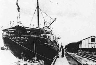 1908年6月に最初の集団移民船としてブラジル・サントスに入港した笠戸丸(ブラジル日本移民史料館提供・共同)