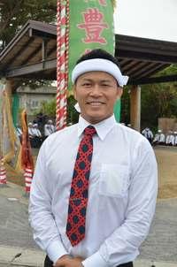 須藤元気さん、コンデンスミルク酒「意外といける」 宮古島の伝統パレード参加