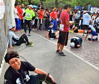 「ここまで走ったのに…」 NAHAマラソンのゴール目前 時間制限で間に合わず