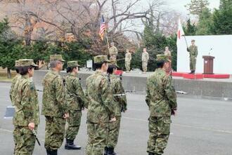 日米共同方面隊指揮所演習「ヤマサクラ」の開始式に臨む陸自隊員ら=9日午前、陸自朝霞駐屯地
