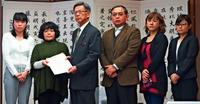 保育園上空を「米軍飛行禁止に」 沖縄 父母会が政府に要求へ 12万署名を励みに