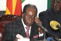 ジンバブエ、ムガベ大統領が辞任 実権37年に幕、欧米が独裁批判