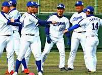球春幕開け プロ野球キャンプ一斉始動