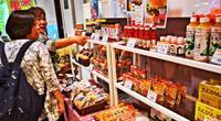 東京・渋谷に特産品の数々 泡盛、海ブドウ、モズク…「沖縄フェスタ」