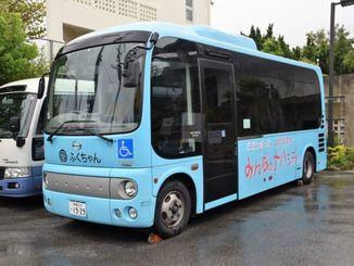 4月から運休している那覇市の福祉バス「ふくちゃん号」=17日、那覇市金城・市総合福祉センター