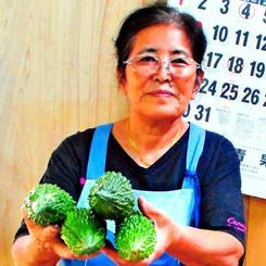 「みんなのおかげでずっと商売を続けられた」と感謝する大城悦子さん=27日、那覇市・農連市場