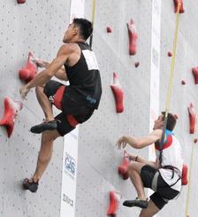 男子スピード決勝 対戦する2位の竹田創(左)と優勝したルドビコ・フォッサリ=モリパークアウトドアヴィレッジ
