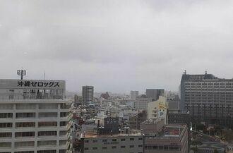那覇市の上空=5日午後5時ごろ