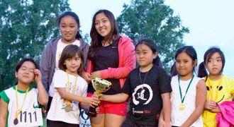 市町村別対抗陸上競技大会で準優勝で大活躍した、名護チームの幼年組=県人連合会所属運動場