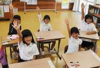 沖縄でも一足早く始業式 南城・久高小中学校、元気に2学期迎える