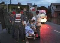 西日本豪雨:病院孤立、必死の救助 「助かってよかった」