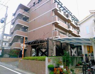 現在は鉄筋コンクリート造のマンションが建っている=17日(稲垣暁さん提供)