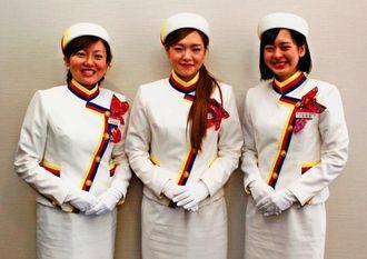 2015年オリオンキャンペーンガールの(左から)平良優衣さん、松原優奈さん、山里愛香さん=沖縄タイムス社