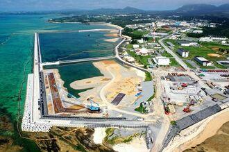 (資料写真)埋め立ての工事が進む名護市・辺野古沖