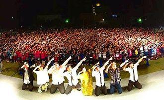 ライブでは5千人の来場者全員がダンスを踊り楽しんだ