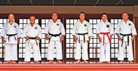 空手国際大会:「一生の記念」 重鎮6人が奉納演武