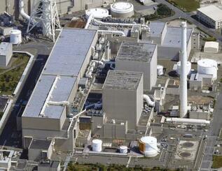 中部電力浜岡原発の1号機(手前)と2号機=静岡県御前崎市