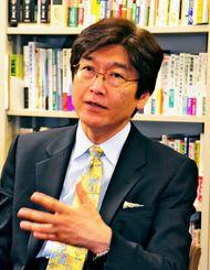 沖縄では憲法の活用も課題もともに「最先端」と説明した伊藤弁護士=1日、東京都渋谷区の伊藤塾