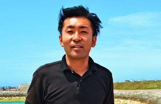 「沖縄の方々の支えで続けられている」と語る花火師の小勝康平さん=8日、宜野湾市の琉球海炎祭会場
