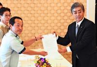 米軍再編交付金:前市政が拒否、現市長が相当額を要請 沖縄・名護