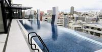 那覇に新ホテル 街並み見渡せる10階プール、横にはバーも