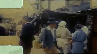 1951年の石川の町の様子。買い物客らでごった替えしている(遠藤保雄さん撮影)