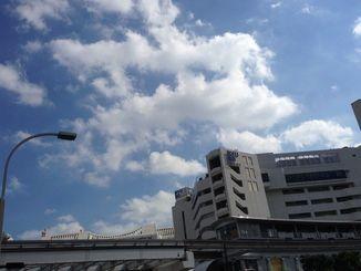 沖縄地方は、高気圧に覆われておおむね晴れている
