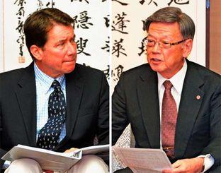 (右)ハガティ駐日米大使に沖縄の過重な基地負担を訴える翁長雄志知事(左)険しい表情で翁長知事の話を聞くハガティ駐日米大使=13日、沖縄県庁