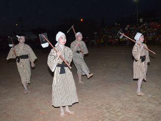 マミドーマを披露するヌエバ・エスペランサ校の生徒たち=オキナワ第1移住地