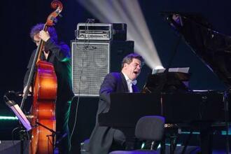 6月、クレムリンで演奏するロシアのピアニスト、ダニエル・マツーエフ氏=モスクワ(タス=共同)