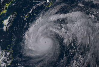 6日午後4時50分ごろの台風1号の雲の様子(静止気象衛星ひまわり8号リアルタイムWebから転載)
