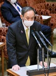 参院予算委で答弁する菅首相=25日午後