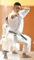 東京五輪の空手男子形で、出場が確実となった喜友名諒=3月、県立武道館