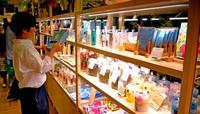 沖縄の工芸品などでリゾート感演出 リウボウにセレクトショップ開店