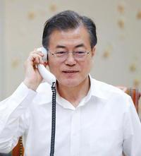 米朝合意に韓国「新しい歴史」 心から祝福と文氏