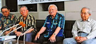 「遺骨を捜し、故郷や遺族の元に返したいというのが終局的な願い」と語る渡口彦信さん(右から2人目)=1日、県庁