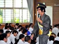 分かるよね!? 沖縄で話題の「護得久栄昇」先生が高校で講師に!