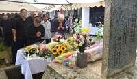 あの悲劇「決して風化させない」 米軍機墜落58年 沖縄・宮森小で犠牲者18人を追悼