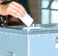 衆院選2017:うるま市と南城市、座間味村は開票延期 沖縄選挙区 台風影響で投票箱届かず