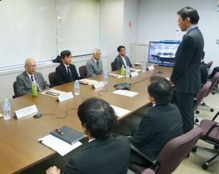 米軍普天間飛行場の沖縄県名護市辺野古移設を巡り開かれた「環境監視等委員会」=5日午前、防衛省