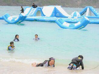 沖縄、リゾートホテルのビーチで海開き「寒さも消えた」 | 沖縄 ...